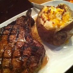 Photo taken at LongHorn Steakhouse by Rachel M. on 4/17/2012