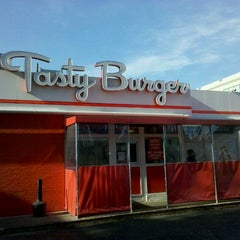 Photo taken at Tasty Burger by Travis E. on 3/20/2011