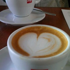 Photo taken at 'Spro Coffee of Hampden by Sunny R. on 12/10/2011
