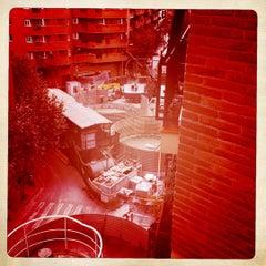 Photo taken at Las Putas Obras De Meridiana by Jose L. B. on 9/14/2011