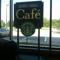 Photo taken at Barnes & Noble by Tom N. on 8/17/2011