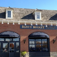 Photo taken at Rusty Bucket Restaurant and Tavern by Sj L. on 11/8/2011