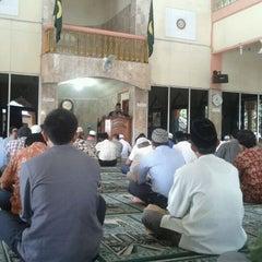 Photo taken at Mesjid Perjuangan 45 by Angga Rahmatul H. on 11/11/2011