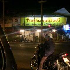 Photo taken at ผัดหมี่ไฟแดง by Miko P. on 12/12/2011