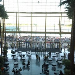 Photo taken at Detroit Marriott at the Renaissance Center by Babette P. on 7/21/2012