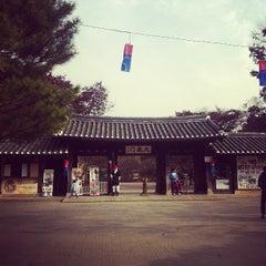 Photo taken at 한국민속촌 (Korean Folk Village) by Woo j. on 11/13/2011