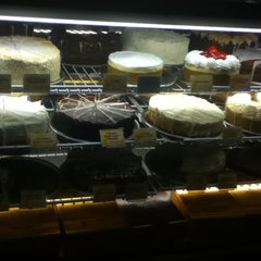 Photo taken at Cheesecake Factory by Maggie Y. on 9/1/2011