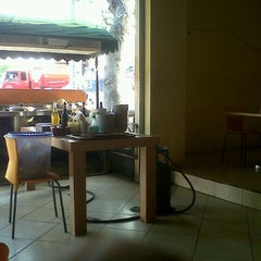 Photo taken at Mie Ayam Sumbrah by Hins Z. on 6/30/2012