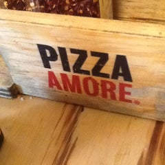 Photo taken at Pizza Amore by Gustavo V. on 3/31/2012