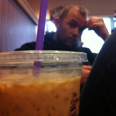 Photo taken at The Coffee Bean & Tea Leaf by B B. on 2/12/2012
