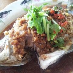 Photo taken at Restaurant Lan Je (兰姐清蒸非洲鱼) - Kepong by JL® on 5/31/2012
