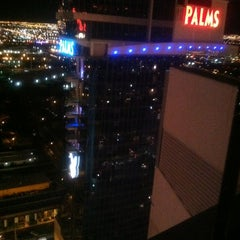 Photo taken at Palms Fantasy Towers by 🌟✨💋MiCHELLE💋✨🌟 on 3/17/2012