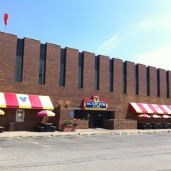 Photo taken at Vienna Beef Factory Store & Cafe by @steveGOgreen on 6/18/2012