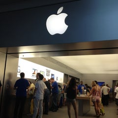 Photo taken at Apple Store, Syracuse by Pei Lin H. on 6/24/2012