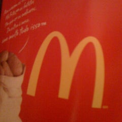 Photo taken at McDonald's by Fernanda G. on 4/15/2012