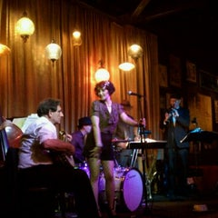 Photo taken at Hip Kitty Jazz & Fondue by Elisabeth L. on 9/24/2011