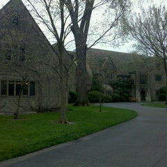 Photo taken at Edsel & Eleanor Ford House by Danilo M. on 3/30/2012