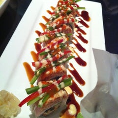Photo taken at Ocean Blue Sushi Club by 兜兜  on 7/2/2011
