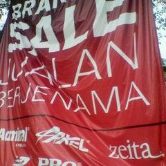 Photo taken at Pasaraya HERO (Hypermarket) by ibrahim n. on 12/12/2011