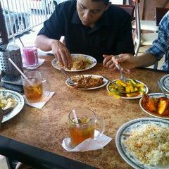 Photo taken at Restoran Ismail by Abdul Razak S. on 8/24/2012