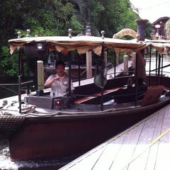 Photo taken at ジャングルクルーズ (Jungle Cruise) by nao 7. on 8/19/2011