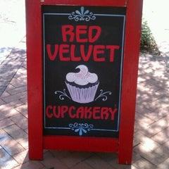 Photo taken at Red Velvet Cupcakery by Christian💋 on 8/29/2012