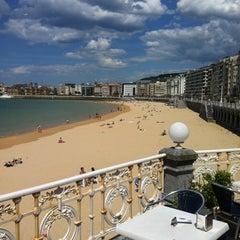 Photo taken at Café de La Concha by 2LOVERS D. on 5/2/2012