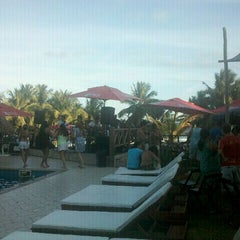 Photo taken at Paparazzi Beach Club by Marcus Bianco L. on 1/28/2012