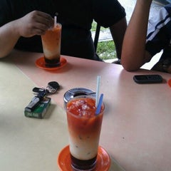 Photo taken at Restoran Moden by Hamidi on 12/24/2011