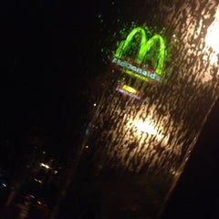 Photo taken at McDonald's by 👑 Lucas R. on 4/10/2012