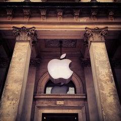 Photo taken at Apple Store, Buchanan Street by Jakob A. on 4/21/2012
