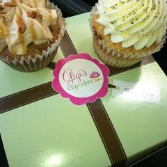 Photo taken at Gigi's Cupcakes by Marenda on 4/11/2012
