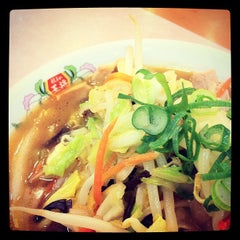 Photo taken at 餃子の王将 伊勢崎店 by にょえ on 3/7/2012
