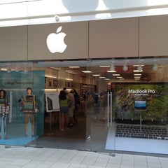 Photo taken at Apple Store, Freehold Raceway Mall by Richard Z. on 6/20/2012