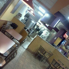 Photo taken at Taco Bell by Antho J. on 9/18/2011