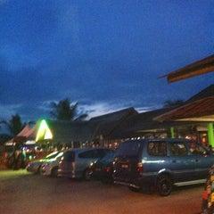 Photo taken at Pantai Jeram Restoran Ikan Bakar & Katering by Norasyikin A. on 10/8/2011