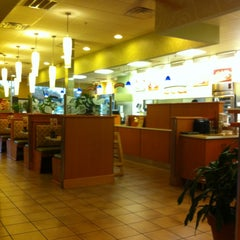 Photo taken at Crispers Fresh Salads, Soups and Sandwiches by Greg G. on 11/16/2011