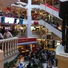 Photo taken at Atlantis Plaza by Carlos M. on 12/10/2011