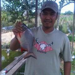 Photo taken at Kolam pemancingan by Hendra 💕💜 H. on 4/16/2011