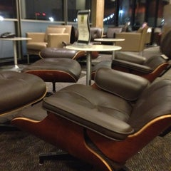 Photo taken at American Airlines Admirals Club by Stills on 11/29/2011