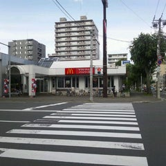 Photo taken at マクドナルド 北5西20店 by ちゃっ on 9/10/2011