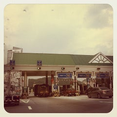 Photo taken at Plaza Tol Jalan Duta by Mohamad Hilmi O. on 11/16/2011