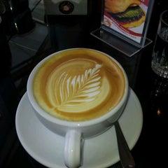 Photo taken at El Barista Caffé by Rolando B. on 1/15/2012