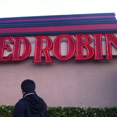 Photo taken at Red Robin Gourmet Burgers by Veronica K. on 5/6/2012