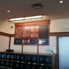 Photo taken at Peet's Coffee & Tea by Logan S. on 10/30/2011