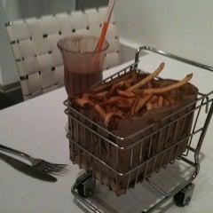 Photo taken at Blanc Burgers + Bottles by Karl H. on 6/5/2011