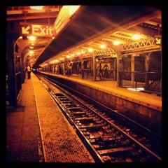 Photo taken at MTA Subway - Myrtle Ave/Broadway (J/M/Z) by Tara on 7/24/2012