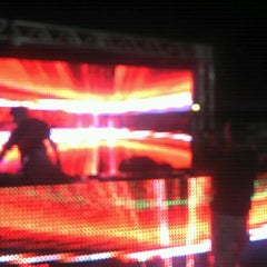 Photo taken at Paparazzi Beach Club by Raimundo R. on 3/25/2012