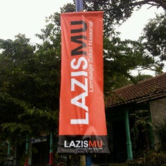Photo taken at LAZISMU YOGYAKARTA by Sigit N. on 11/11/2011