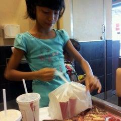 Photo taken at Burger King by De'yan Z. on 4/1/2012